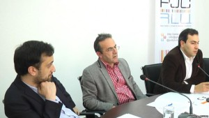 Artur Sakunts (center) participating in a meeting with journalists in Yerevan, May 15, 2017.  © 2017 azatutyun.am (RFE/RL)